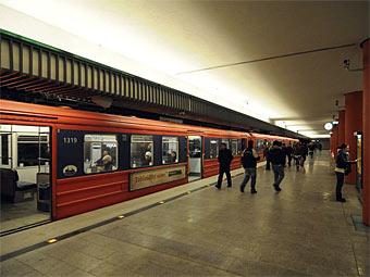 ef39b6a67c58 Как сообщает норвежская телекомпания TV 2, причиной остановки поездов,  которая произошла в 13 00 по местному времени (15 00 по Москве), стало  отключение ...